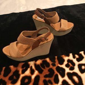 Steve Madden Tan Platform Sandals